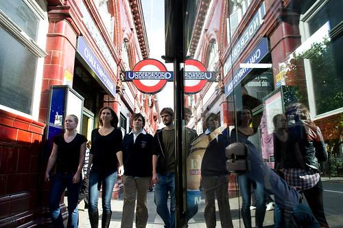 Students tour London