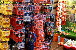 Flower Market 의 이미지. holland netherlands amsterdam europa europe nine souvenir clogs flowermarket blumenmarkt holzschuhe lamaitre projectu40