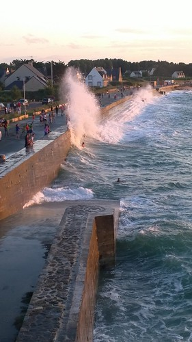 High tide in Saint Lunaire. by despod