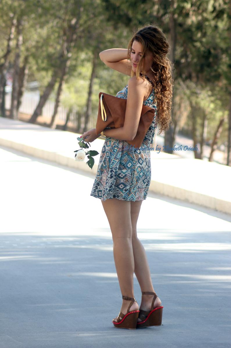 vestido-étnico-oasap-y-cuñas-marrones-zara-HEELSANDROSES-(6)