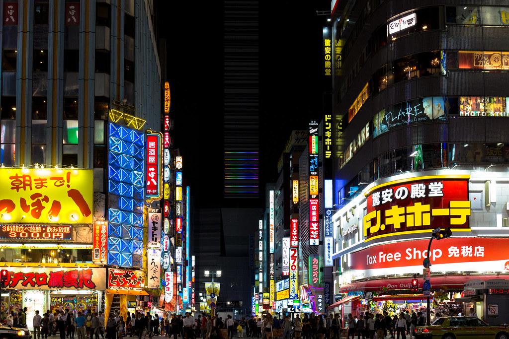 歌舞伎町交差点 [Kabuki-cho/Shinjyuku/Tokyo]