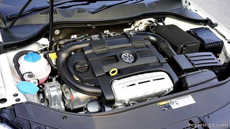 1,390cc, 4 cyl. in-line petrol TSI engine (direct-injection twin charger)