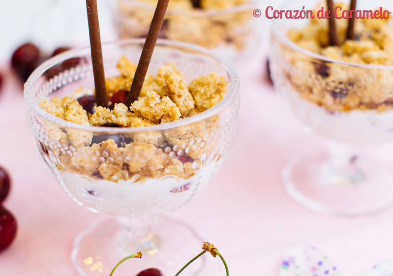 Crumble de cerezas y yogur for Corazon de caramelo