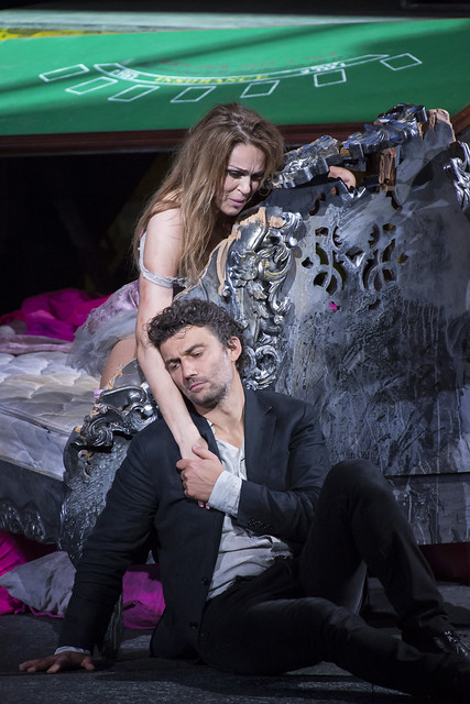 Kristine Opolais as Manon Lescaut and Jonas Kaufmann as Chevalier des Grieux in Manon Lescaut, The Royal Opera © ROH / Bill Cooper 2014