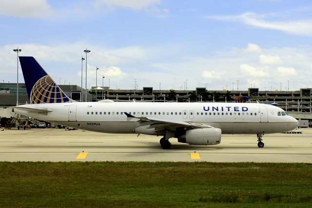 N439UA United Airlines ~ Airbus A-320