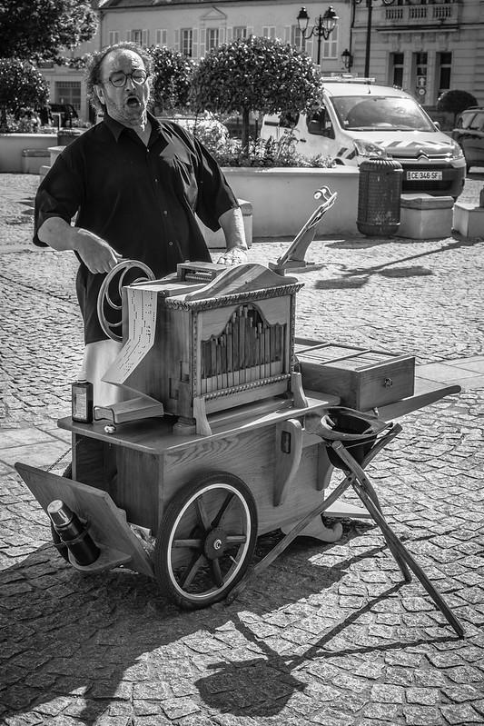 Chanteur de rue / Street performer