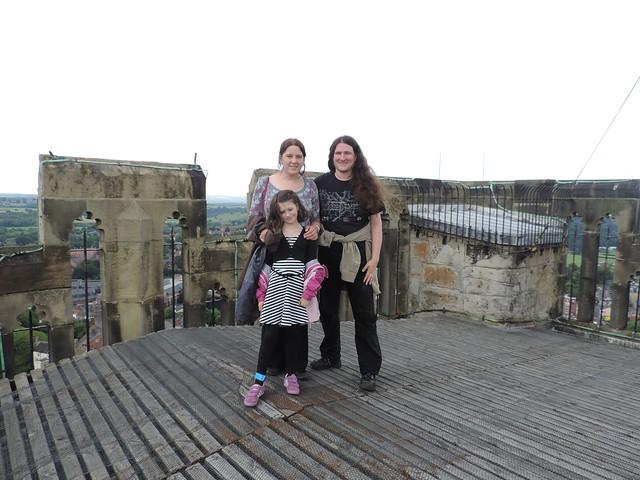 Alasdair, Jenny agus Ciorstaidh air mullach Cathair-eaglais Durham