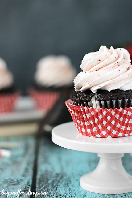 Chocolate Strawberry Cheesecake Cupcakes | beyondfrosting.com