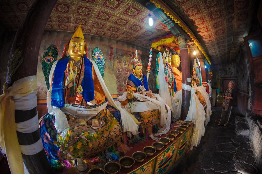 Статуи Цонкапы, Гуру Римпонче и Будды Шакьямуни. Монастыри Ладакха (Монастыри малого Тибета) © Kartzon Dream - авторские путешествия, авторские туры в Ладакх, тревел фото, тревел видео, фототуры