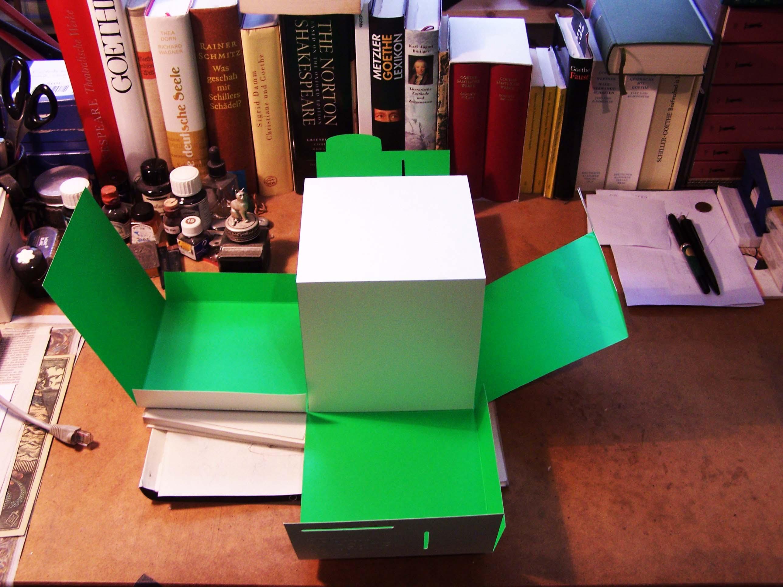 Munken Works Papierklotz auf dem Schreibtisch