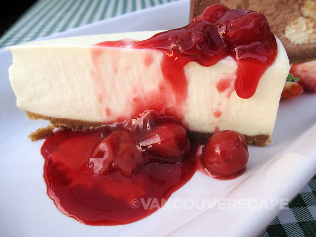 White chocolate cheesecake with cherry coulis