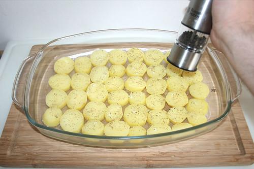 23 - Kartoffeln mit Pfeffer & Salz würzen / Season potatoes with pepper & salt