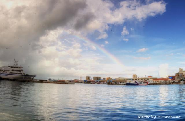 今朝はキレイな虹が!その後、めちゃ嵐。。w