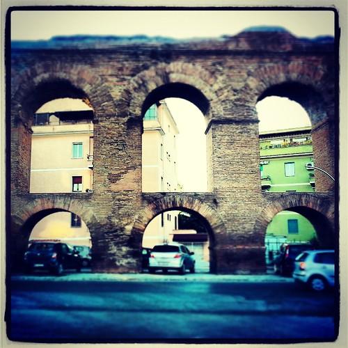 L'antico ed il moderno: macchine ed acquedotto