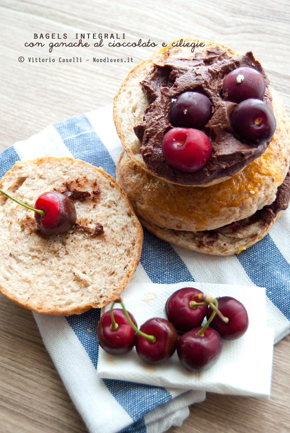 Bagels integral cioccolato e ciliegie