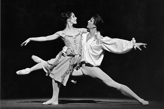 Darcey Bussell as Manon and Zoltán Solymosi as Des Grieux in Manon © Leslie E. Spatt 1992