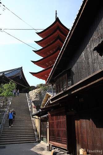 Toyokuni Shrine (Senjokaku) / Goju-no-to