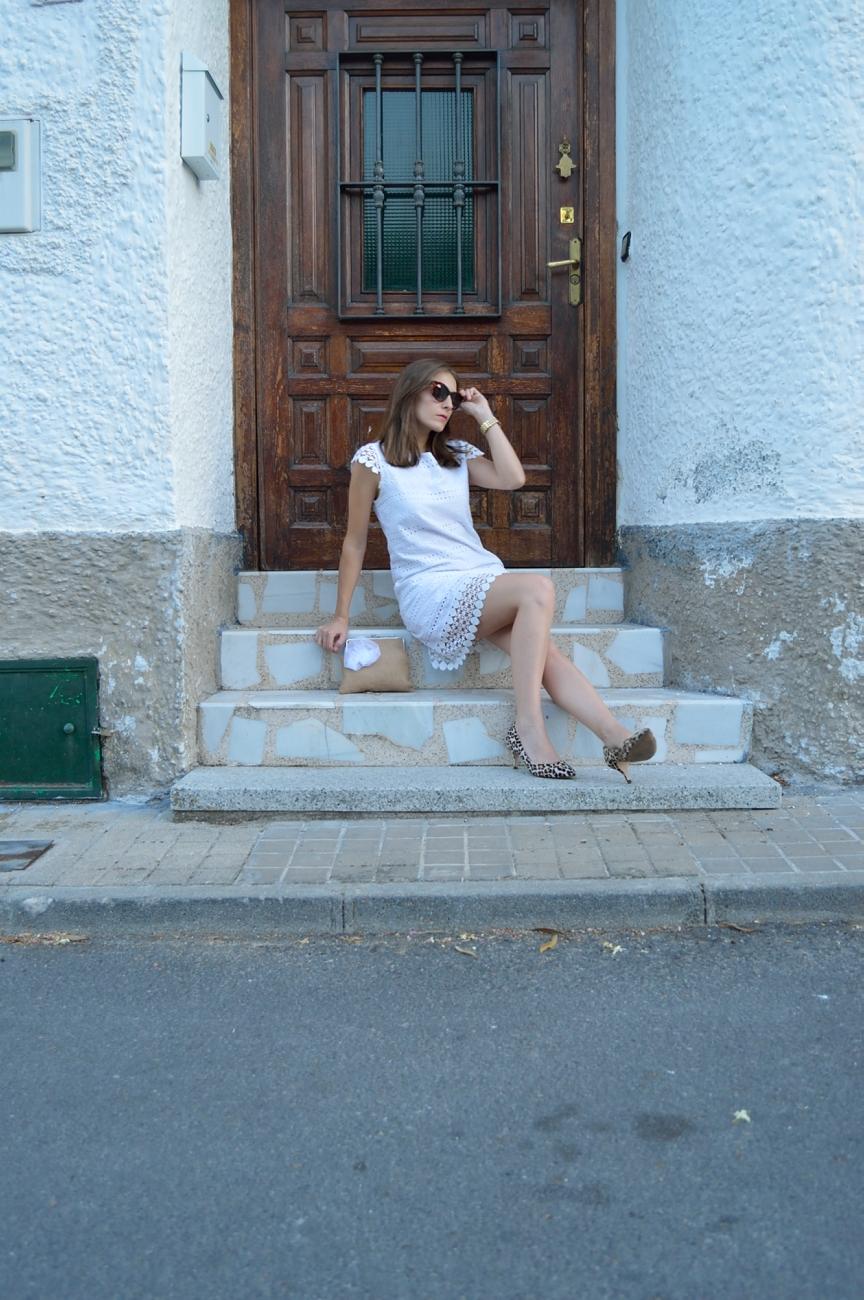 lara-vazquez-mad-lula-fashion-style-streetstyle-look-white-dress-leo-heels-chic