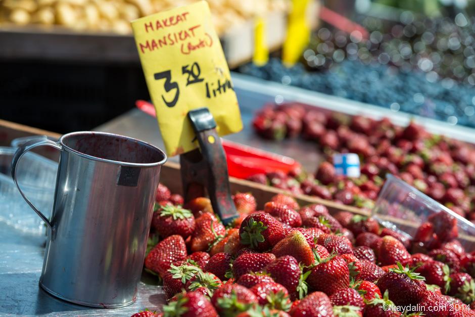 клубника на рынке в Хельсинки