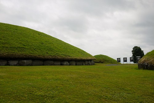 Some of the mounds at Knowth, known as Cnogba in the Dindshenchas. Knowth is associated with Buí, and also the Dagda in his capacity as builder of the brughs (