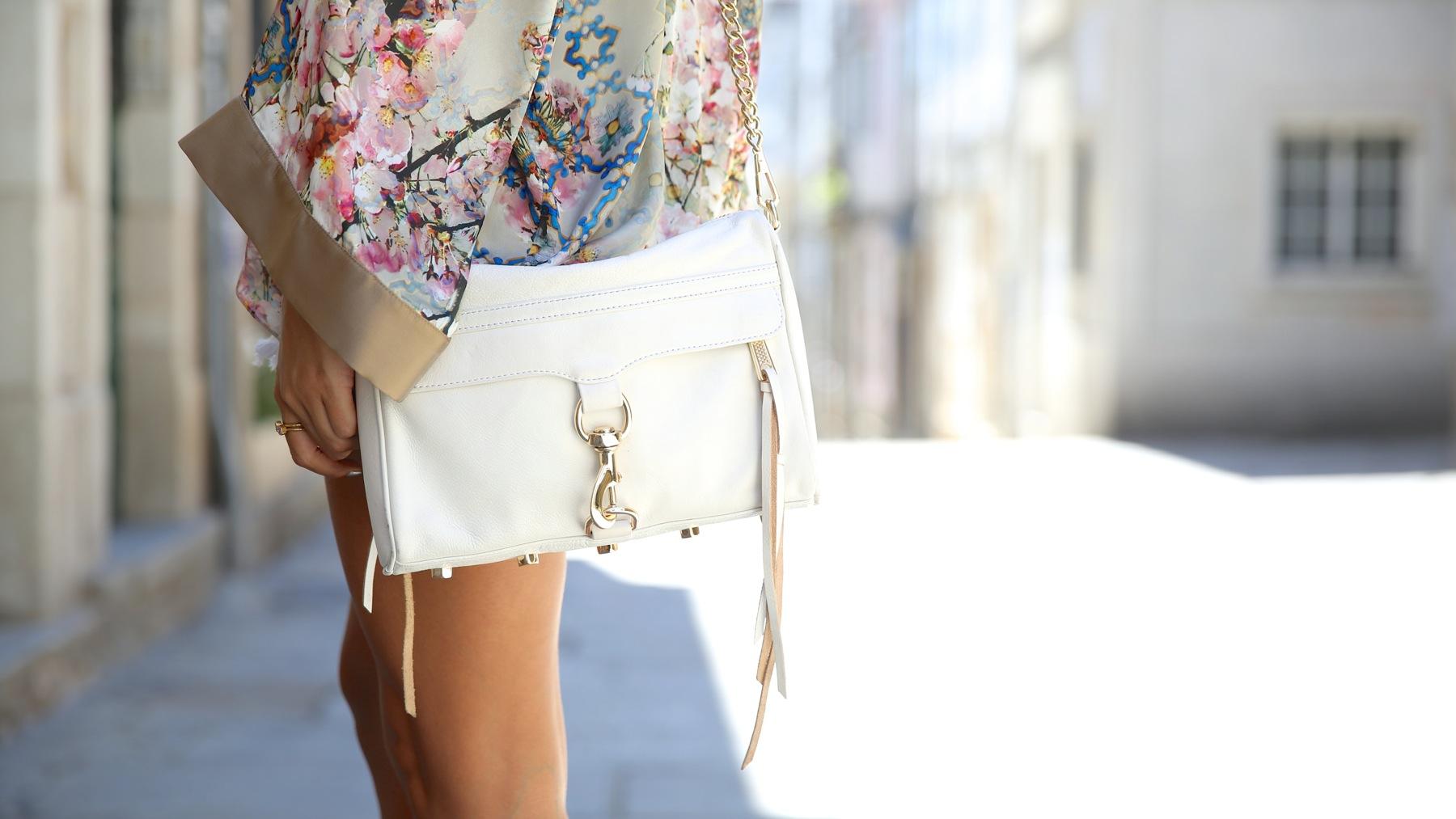 trendy_taste-look-outfit-street_style-ootd-blog-blogger-fashion_spain-moda_españa-kimono-white_sandals-sandalias_altas_plataformas-guess-denim_white_shorts-shorts_vaqueros_blancos-2