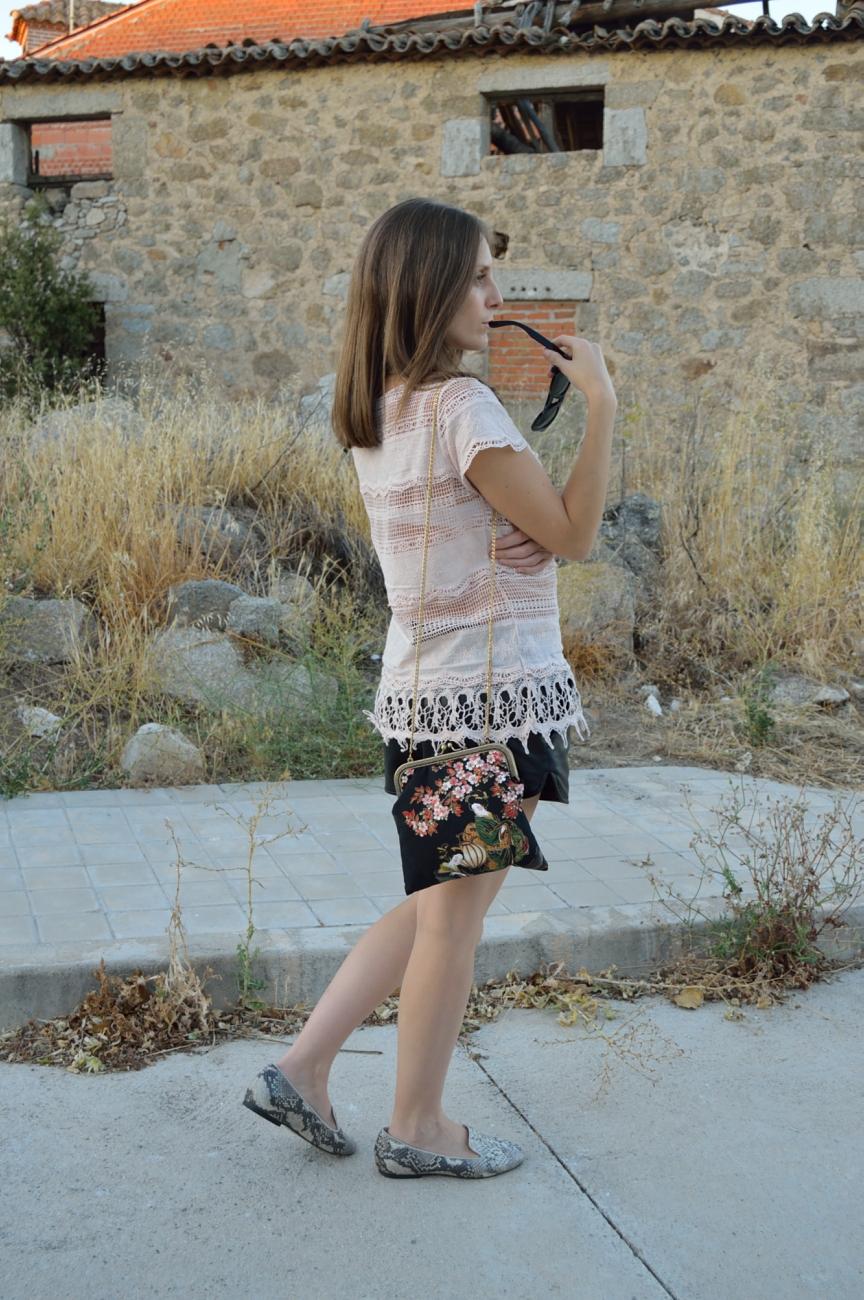 lara-vazquez-mad-lula-fashion-trends-easy-look-puntillas-bag