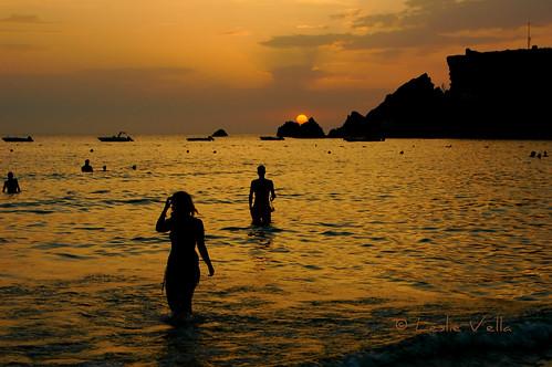 sunset summer sun beach silhouette island nikon europe mediterranean d70 nikond70 eu sigma malta leslie swimmers maltese malte goldenbay sigmalens maltais leslievella64 irramlatalmixquqa