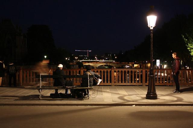 Lifandi tónlist á Pont Notre Dame