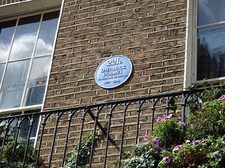 Outside the Sherlock Holmes Museum
