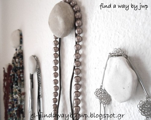 http://el-findawaybyjwp.blogspot.gr/2014/03/diy-pebble-hangers-to-organize-your.html