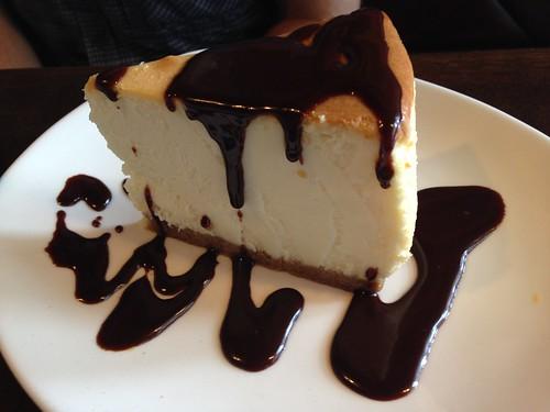 チーズケーキ チョコレートソース@アウトバックステーキハウス