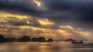 下龍灣之晨 The Morning of Halong Bay