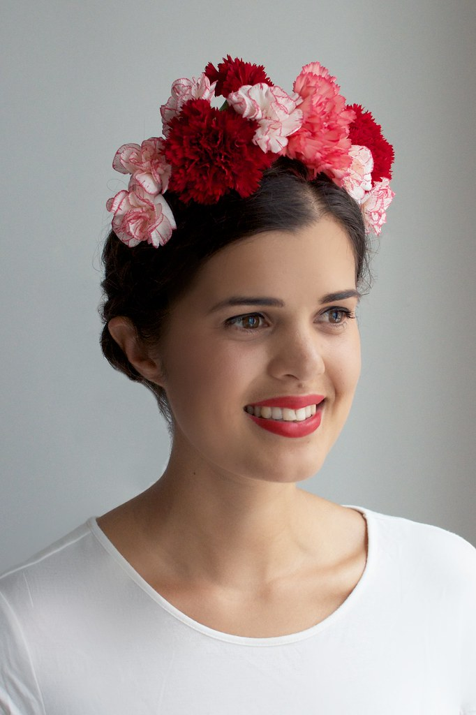 Make a fresh floral crown www.apairandasparediy.com