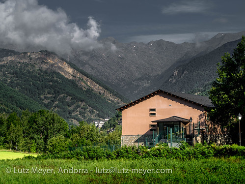 pictures summer mountains nature rural sunrise landscape photography montana europe dorf village photos pics sommer natur pueblo august natura paisaje images berge agosto fotos valley verano landschaft sonnenaufgang andorra agost bilder imagen pyrenees tal iberia montanas estiu pirineos pirineus iberianpeninsula gebirge parroquia paisatge landleben pyrenäen imatges rurallife poble muntanyes vallnord gebirgszug iberischehalbinsel sortidadelsol aldosa laldosa lamassanavallnord mfmediumformat livingrural ländlichesleben lamassanaparroquia lutzmeyer lutzlutzmeyercom