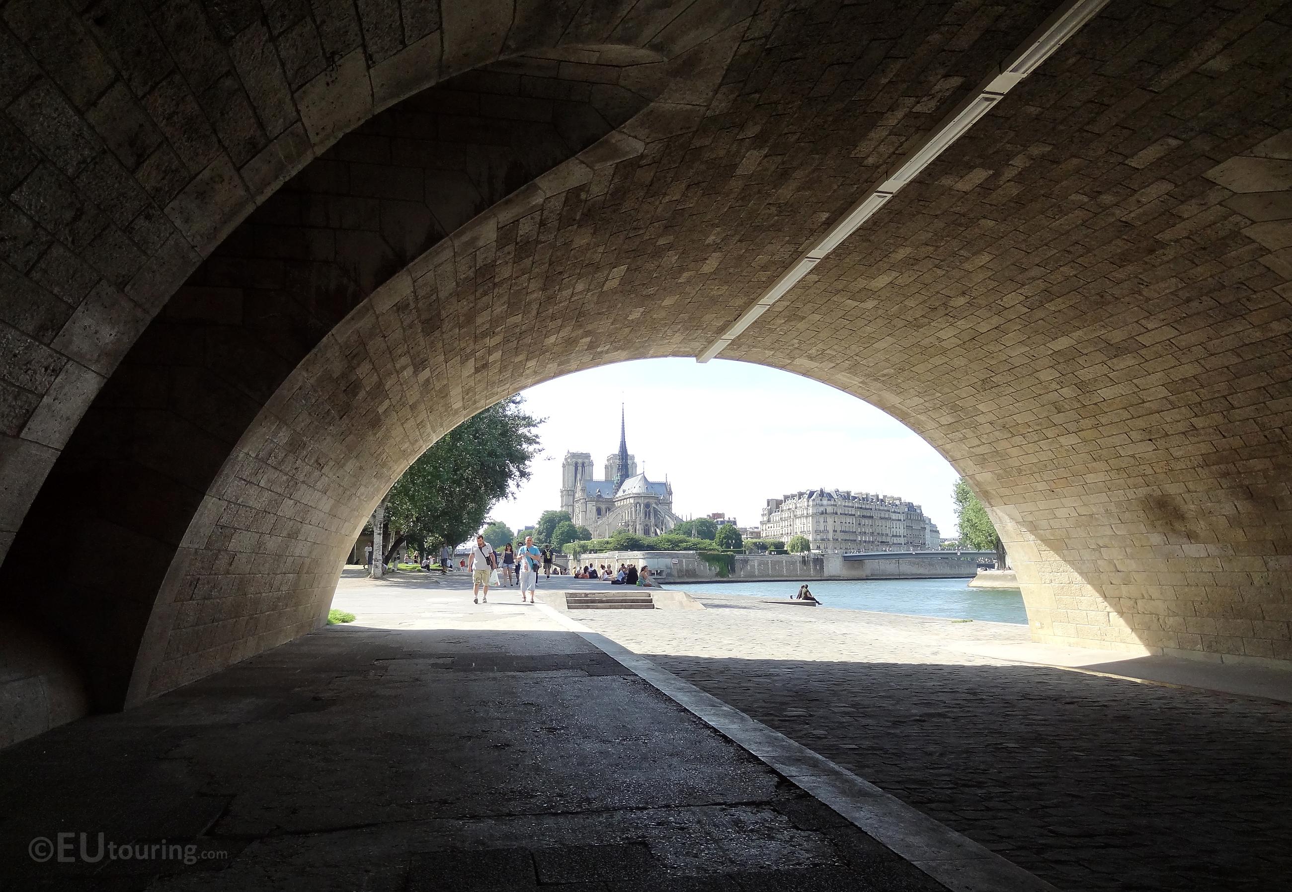 Pont de la Tournelle to the Notre Dame