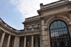 ancient history(0.0), triumphal arch(0.0), arch(1.0), landmark(1.0), architecture(1.0), monument(1.0), ancient rome(1.0), facade(1.0), column(1.0),