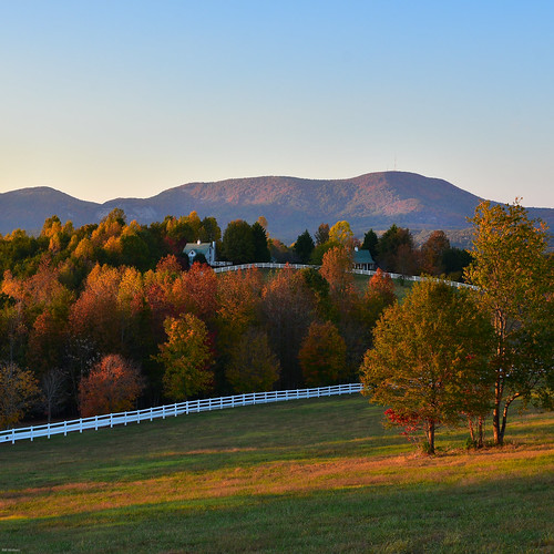 elopementwedding fall fallcolor pastureviews theredhorseinn blueridgemountains lan landrum greenville sc