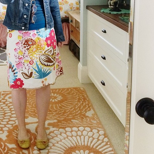 This project and practice keeps me in my joy first thing in the morning. That, and hello color. Love that it's warm enough to bring out the skirts again. This one is made by Ginza Girl (local biz). #dressedupinjoy #thewearyourjoyproject