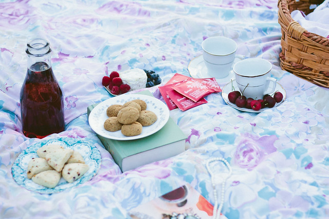 {summer picnics with Harrods} via chevrons & éclairs
