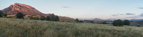 mountain sunrise australia farmland qld queensland 2014 scenicrim mtmaroon seqld mtbarneynationalpark sonynex6