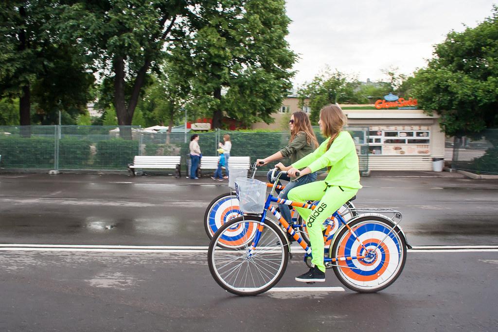 Москва. Парк Культуры. Залипательные велосипеды от ПромСвязьБанка