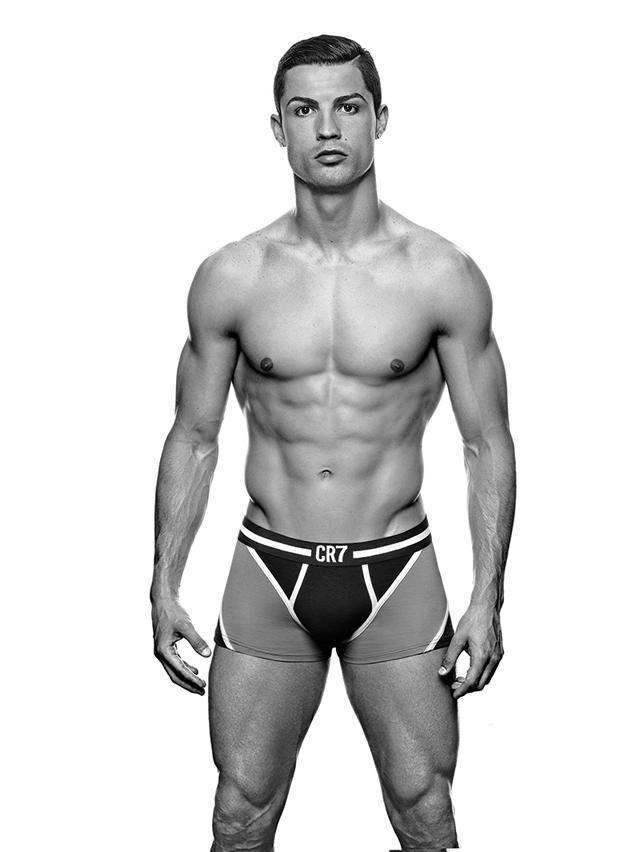 Cristiano-Ronaldo-Underwear_04