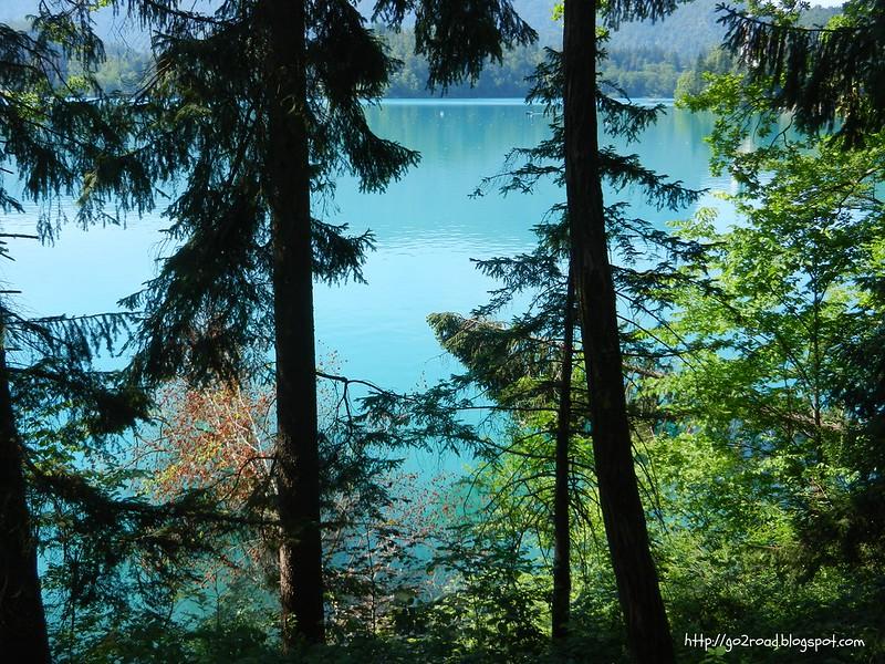 Вода в озере уникального цвета