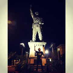 Jl. Slamet Riyadi, Solo #me #edus #isengrapher #isengraphy #latepost #solo #night #tourism #city #street #view #statue #monument