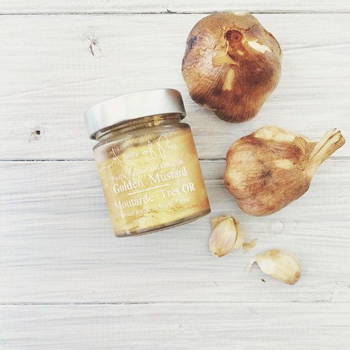 Finally sorting my spoils from @goodfoodwine - smokey smoked garlic from @smokeandspiceco and truffle flavoured gold (as in the glittery shiny kind) mustard from a French importer I didn't catch the name of.  #vscocam #vsco #foodporn #foodisfun