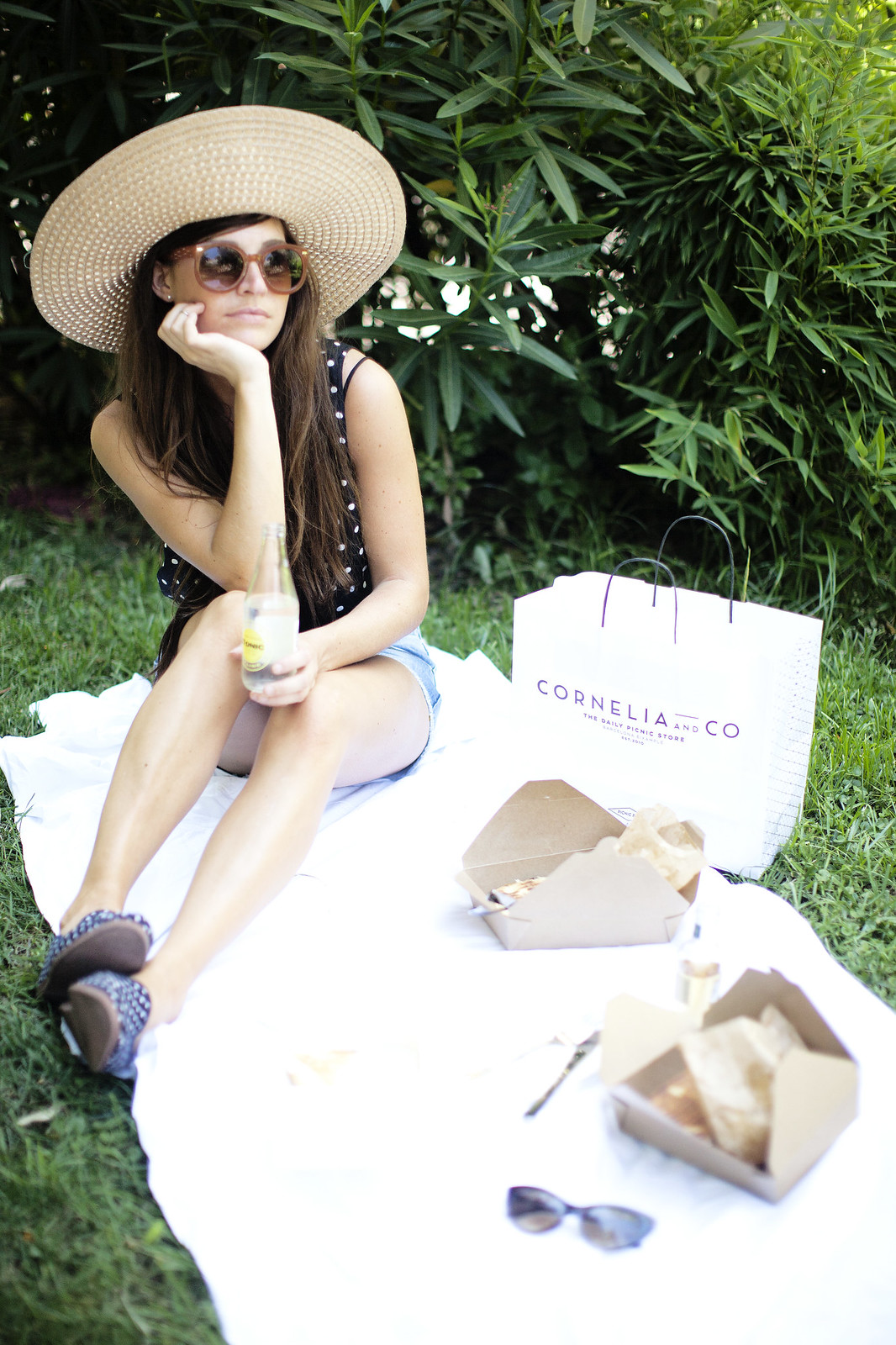 postcards from Barcelona, picnic from Cornelia