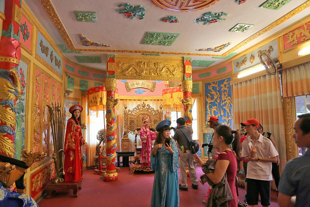 There's a kitschy imperial throne room where you can take photos
