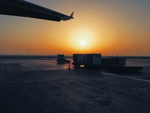 morning early airport desert abudhabi heat iphone vsco