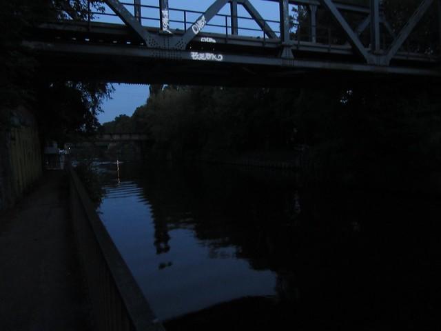 Der Teltowkanal bei Nacht.