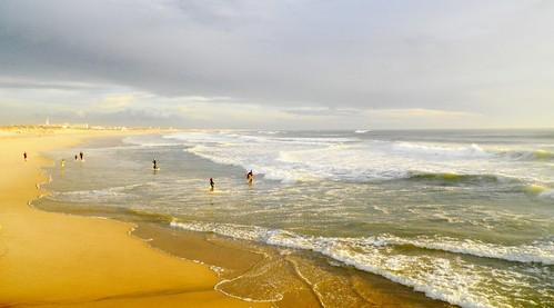 Ce soir , le soleil en se couchant  a répandu de l´or sur la plage !